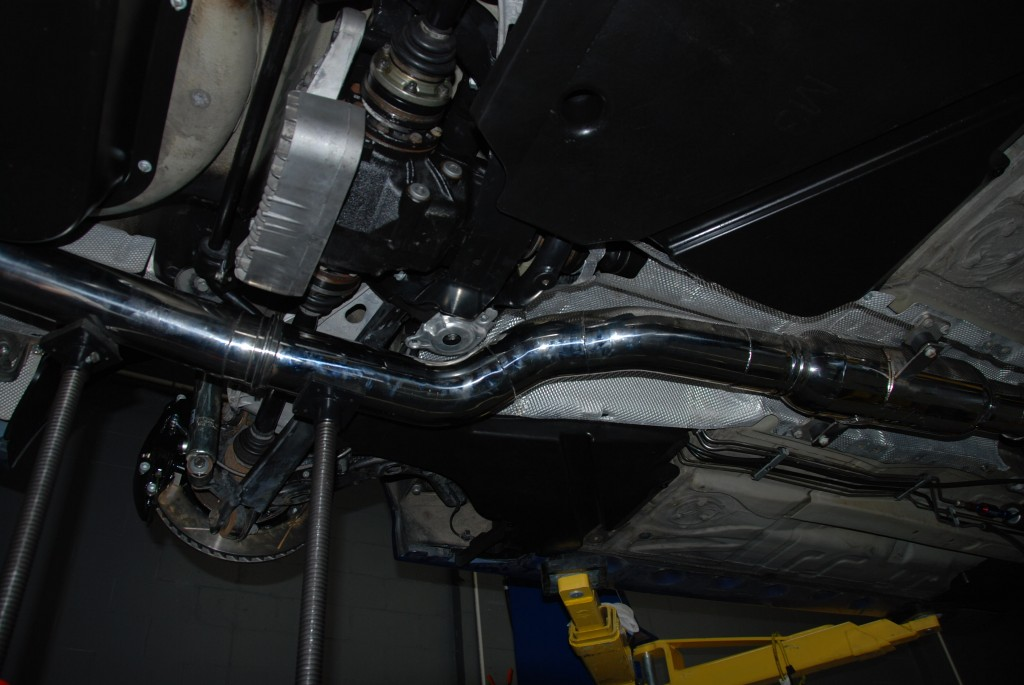Exhaust being fitted, fits great for such tight clearnace.